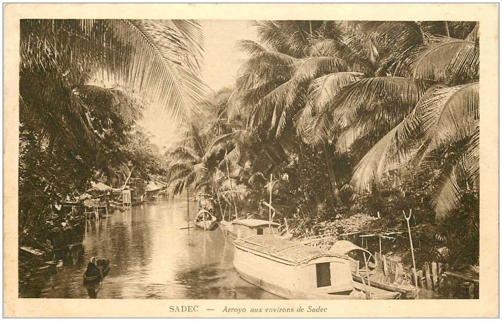 carte postale ancienne VIET-NAM. Sadec. Arroyo avec Pagode sur l'eau 1930
