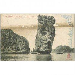 carte postale ancienne Viêt-Nam. TONKIN. Baie Along Tour penchée 1910