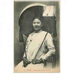 carte postale ancienne Viêt-Nam. TONKIN. Femme coiffée du grand chapeau 1919. Timbre arraché...