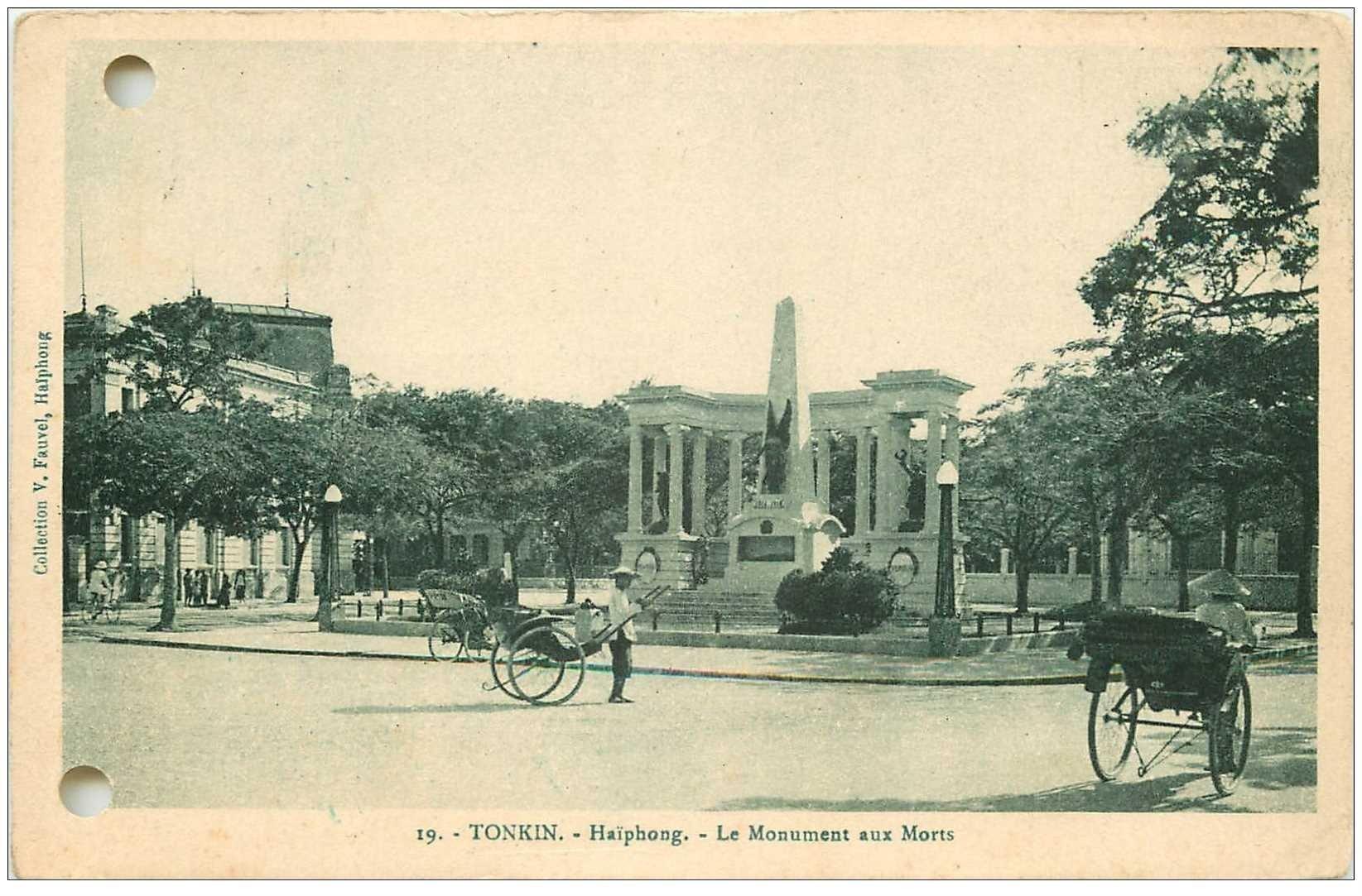 carte postale ancienne Viêt-Nam. TONKIN. Haïphong Monument aux Morts 1934 avec Pousse Pousse
