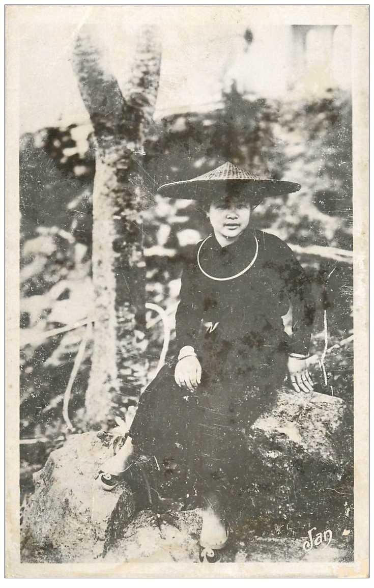 carte postale ancienne Viêt-Nam. TONKIN. Type femme Tho Province Bac Kan Lacs Babé