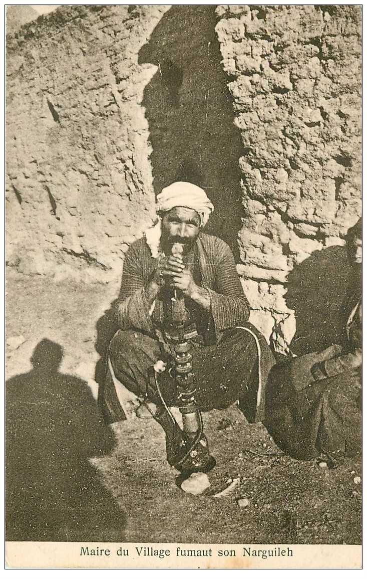carte postale ancienne SYRIE. Maire du Village Fumant son Narguileh