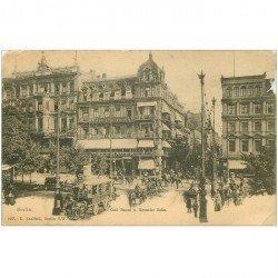 carte postale ancienne BERLIN. Attelage Bus et Café Bauer Kranzler Ecke ( défauts)...