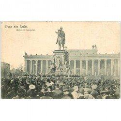 carte postale ancienne BERLIN. Mittags im lustgarten vers 1900. Détachée d'un album...