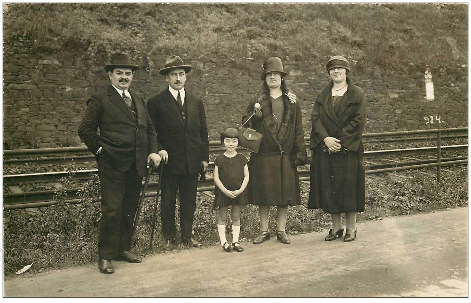 carte postale ancienne KOBLENZ. Photographe Bubenheim Florinsmarkt Carte Photo près des rails du Chemin de Fer.