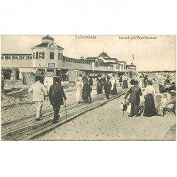 carte postale ancienne SWINEMÜNDE. Strand mit Familienbad 1918