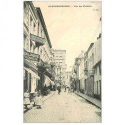 carte postale ancienne Belgique. BLANKENBERGHE. Rue des Pêcheurs 1905 Boucherie Boulangerie Coiffeur Taverne...