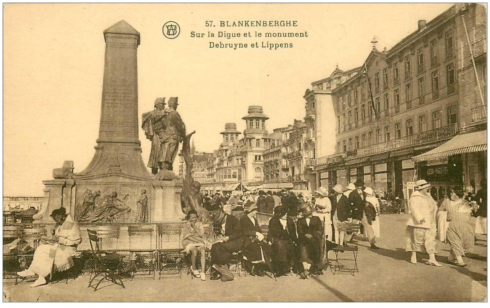 carte postale ancienne BLANKENBERGHE. Monument Debruyne et Lippens sur la Digue