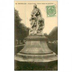 carte postale ancienne BRUXELLES. Avenue Louise Esclave attaqué par des Chiens vers 1909 carte photo émaillographie