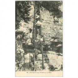 carte postale ancienne LUXEMBOURG. L'Ermitage 1913. Une Capture aux Echelles de la Mort. Contrebandiers et Douaniers