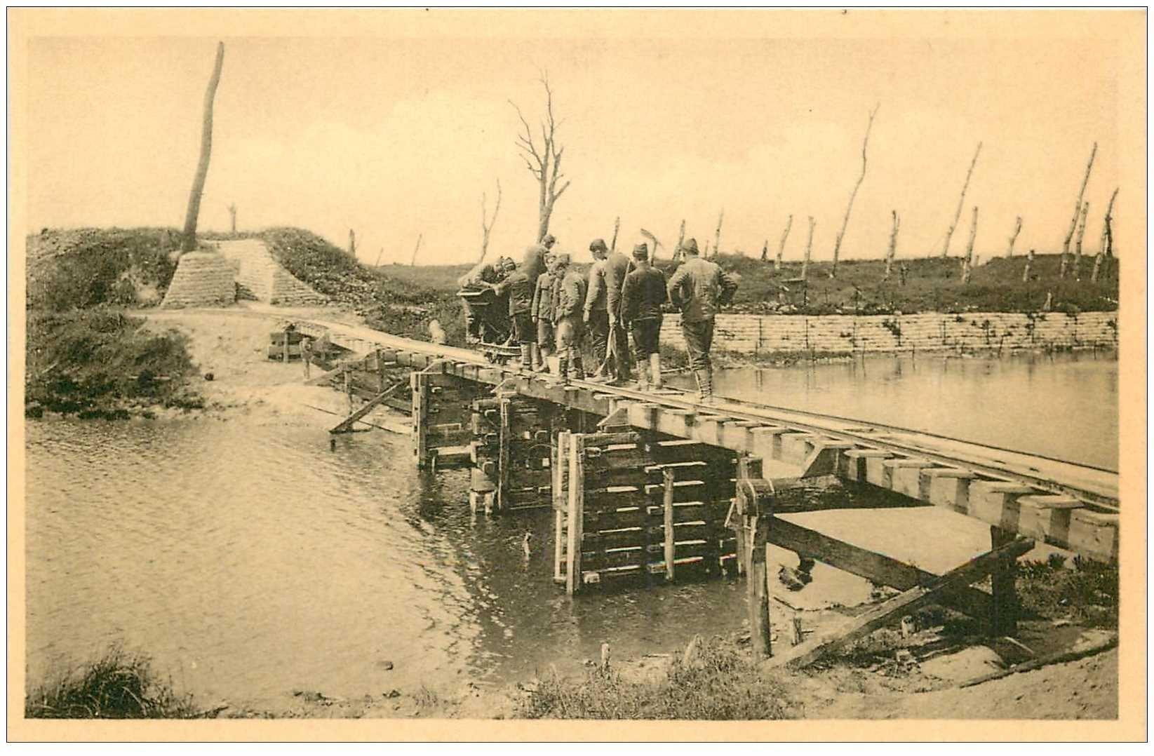 carte postale ancienne NIEUPORT REDAN. Soldats sur Passerelle