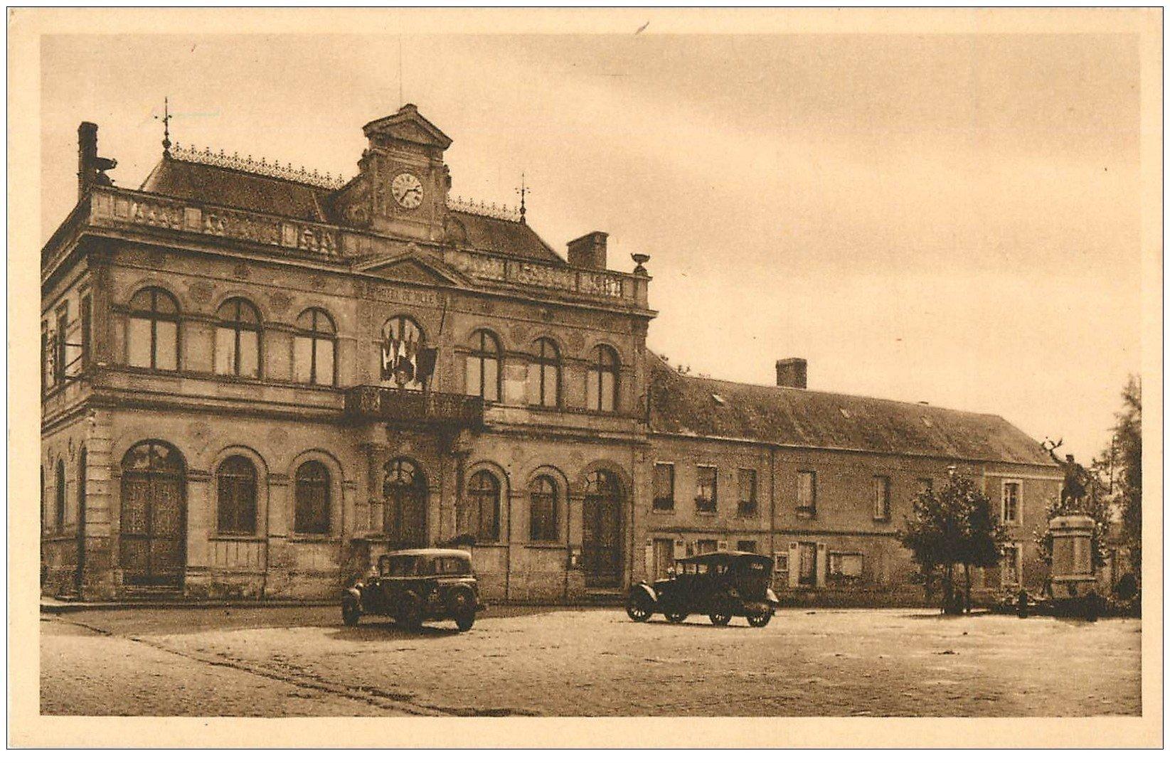 carte postale ancienne 02 NOTRE-DAME-DE-LIESSE. Hôtel de Ville et Monument aux Morts