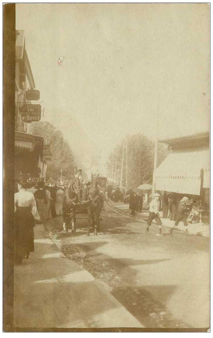 carte postale ancienne Rare OOSTACKER LOURDES. Un attelage dans les Rues. Photo carte postale 1905