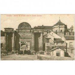 carte postale ancienne Espagne. CORDOBA. Puerta de entrada sobre el Puente Romano