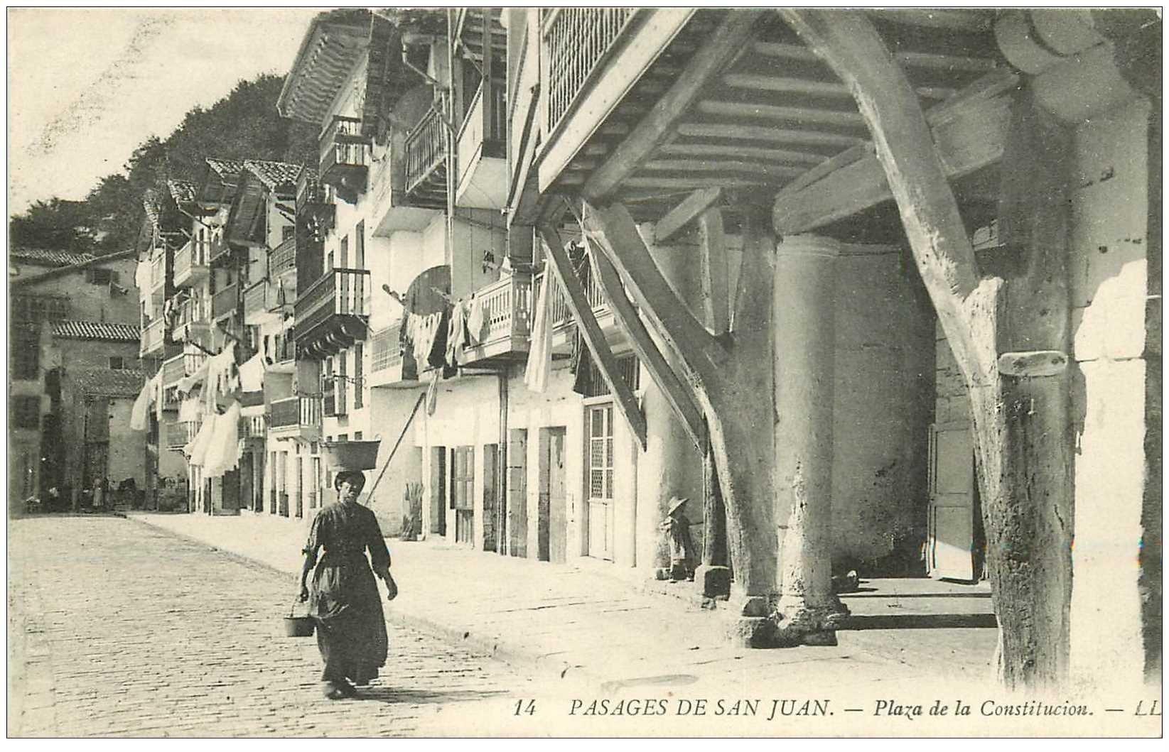 carte postale ancienne ESPAGNE. San Juan. Plaza de la Constitucion avec Porteuse d'eau sur la Tête