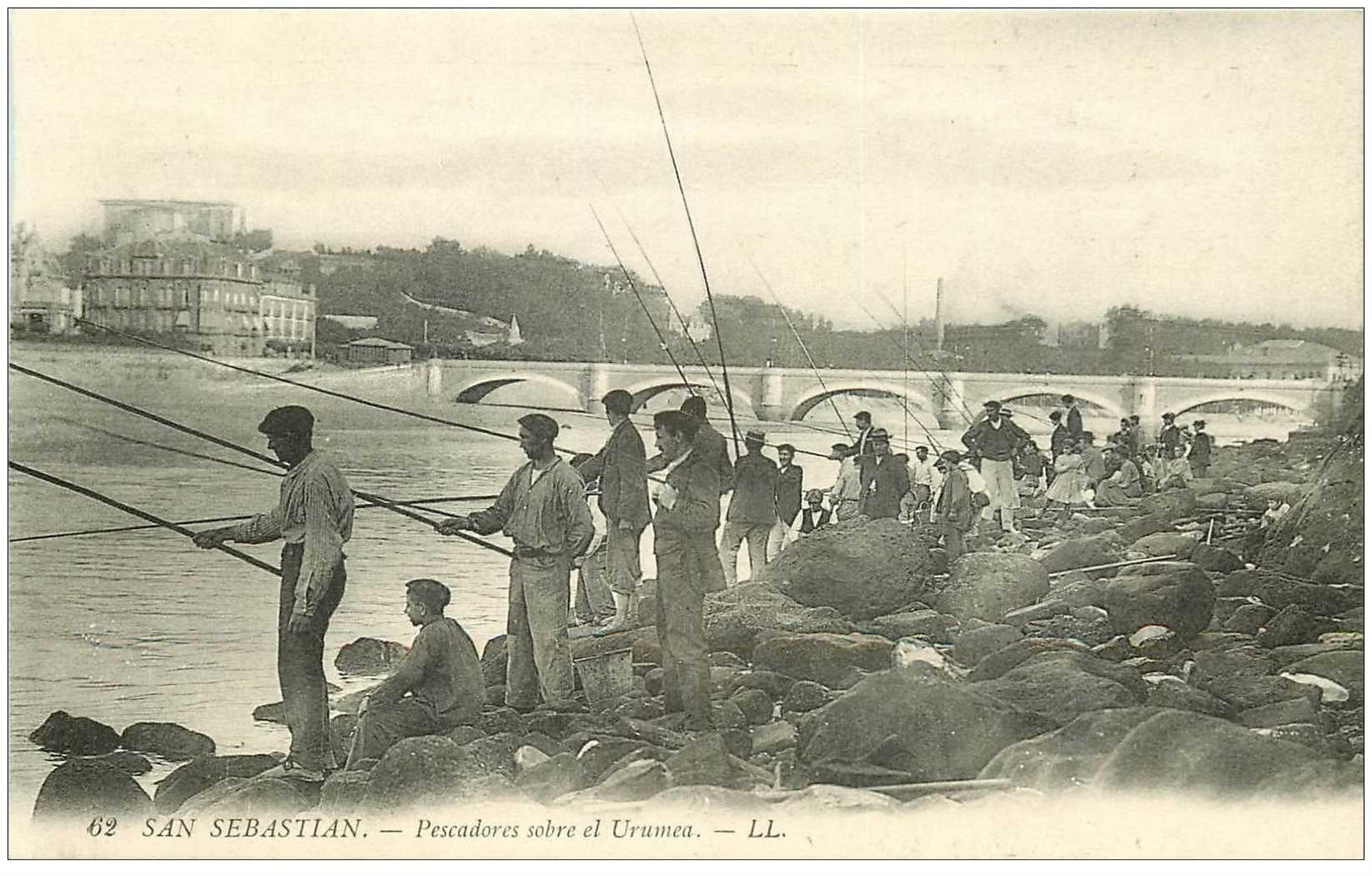 carte postale ancienne ESPAGNE. San Sebastian. Pescadores sobre el Urumea. Les Pêcheurs. Pêche et Poissons