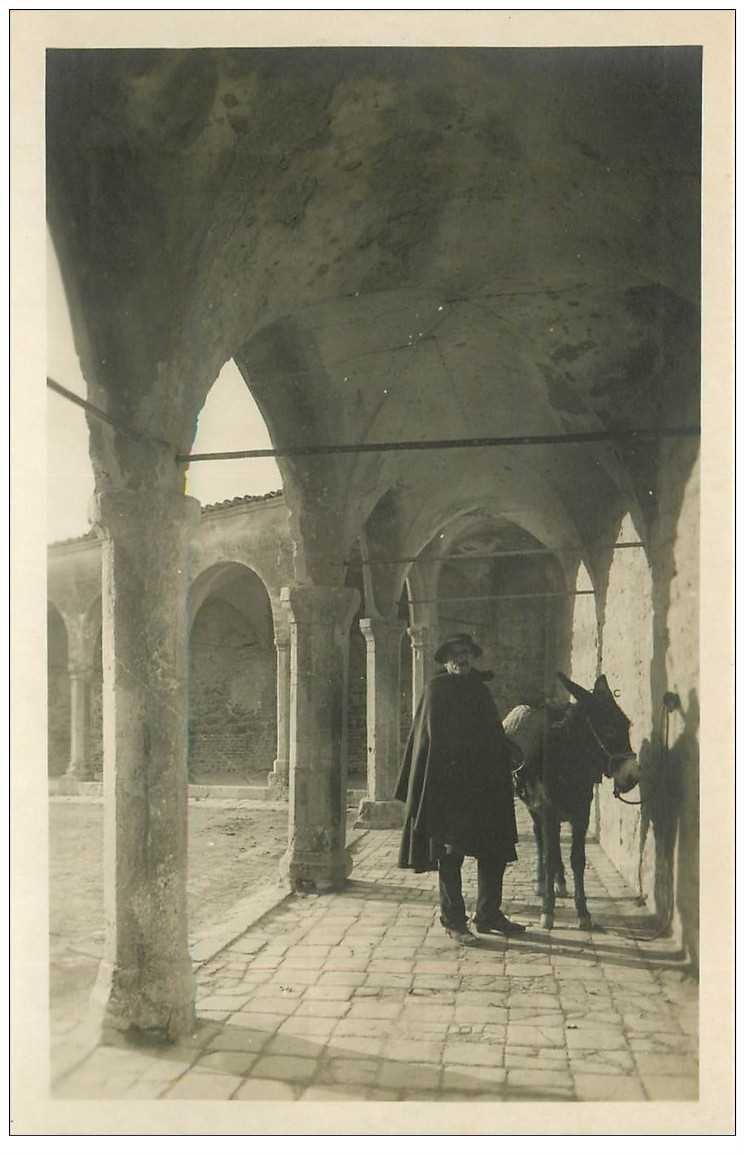 carte postale ancienne Italia. ASSISI. Asino al Portico della Piazza S. Francesco