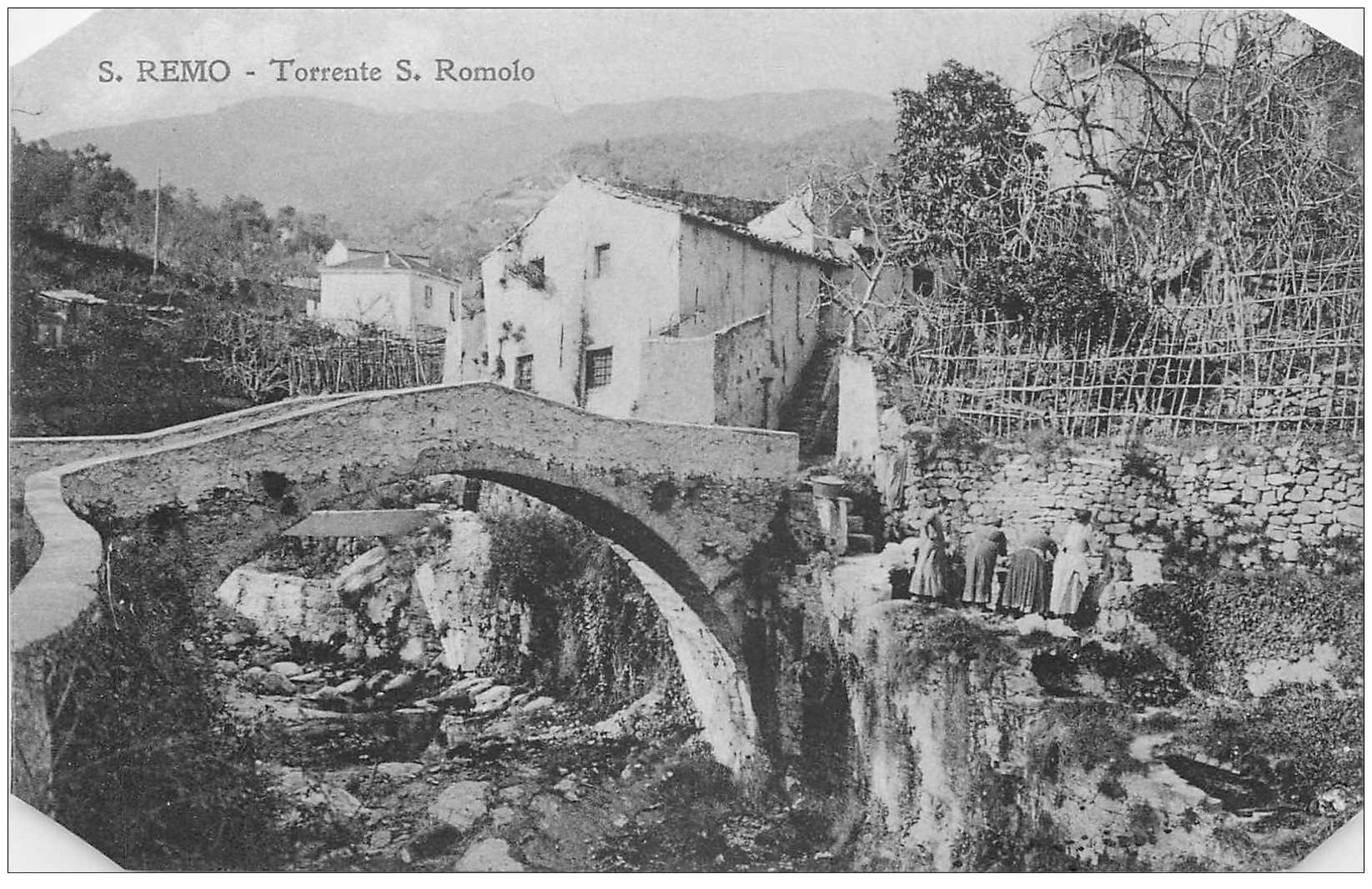 carte postale ancienne ITALIA. San Remo. Lavandière Torrente S. Romolo