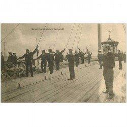 carte postale ancienne RUSSIE. La salve d'Honneur à Cronstadt vers 1900 Navire et Marins militaires