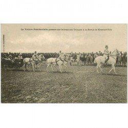 carte postale ancienne RUSSIE. Revue de Krasnoë Selo la Voiture Présidentielle passant sur le Front des Troupes vers 1900