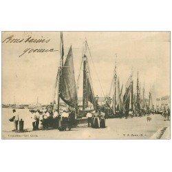 carte postale ancienne 14 TROUVILLE. Bateaux de Pêcheurs sur les Quais 1903. Métiers de la Mer
