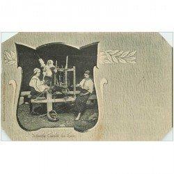 carte postale ancienne ROUMANIE. Industria Casnica din Rucar vers 1900. Coins biseautés