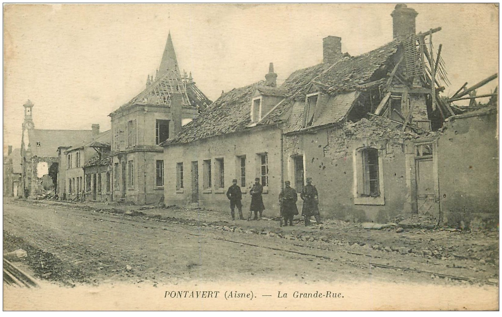 carte postale ancienne 02 PONTAVERT. Militaires sur Grande Rue 1917