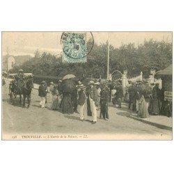 carte postale ancienne 14 TROUVILLE. L'Entrée de la Pelouse 1906