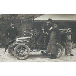 Superbe voiture ancienne avec sûrement des Négociants en vins. Photo Carte postale ancienne vers 1910