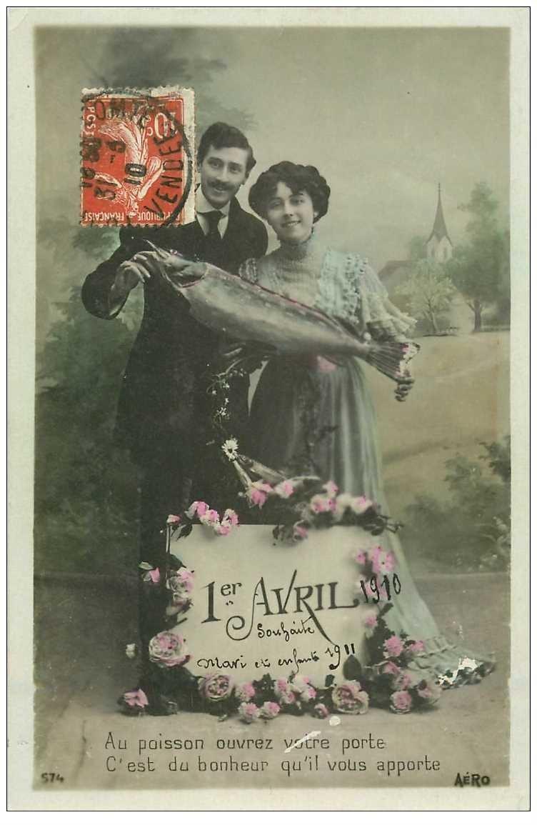 carte postale ancienne COUPLE. Amoureux avec Poisson d'Avril 1910