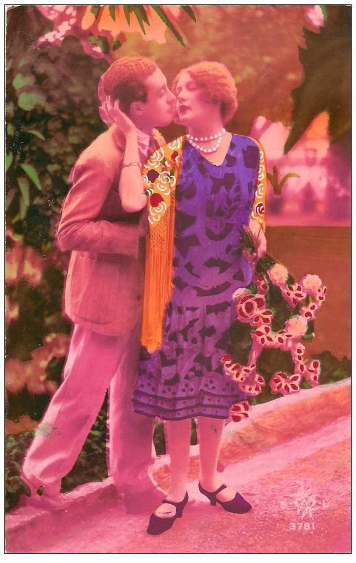 carte postale ancienne COUPLE. Amoureux avec superbes couleurs