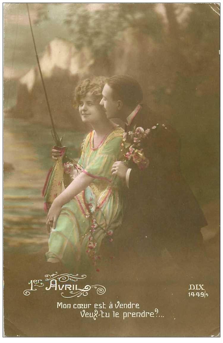 carte postale ancienne COUPLE. Amoureux Pêcheurs avec Poisson d'Avril