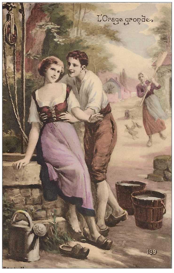 carte postale ancienne COUPLE. Amoureux près du Puits mais l'Orage gronde au loin...
