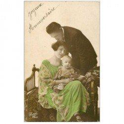 carte postale ancienne COUPLE. Jeunes Amoureux avec Bébé 1929