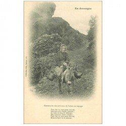 carte postale ancienne FOLKLORE. Campagnes et Provinces. Centenaire de Salers en voyage sur Mulet en Auvergne