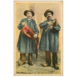 carte postale ancienne FOLKLORE. Campagnes et Provinces. Musiciens Vielleur et Cabretaïre en Auvergne