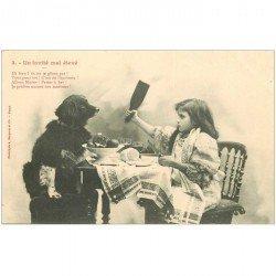 carte postale ancienne LES CHIENS PAR BERGERET. A table un invité mal élevé vers 1900 n° 3