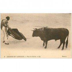carte postale ancienne CORRIDA. Selecta Courses de Taureaux. Passe de Muleta n°8