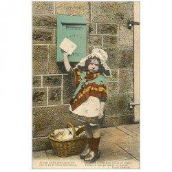 carte postale ancienne ENFANTS. Fillette et boîte aux lettres par Ermice