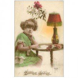 carte postale ancienne ENFANTS. Fillette rédigeant une lettre de Bonne année. Collection Rex