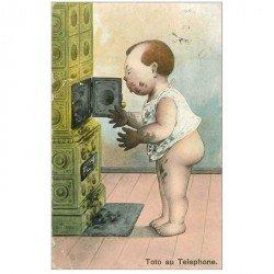 carte postale ancienne BEBES. Toto au Téléphone ou au Poële à charbon 1907