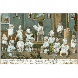 carte postale ancienne ENFANTS. Bébés sur pots de chambre ou bourdalou 1903 avec jouets