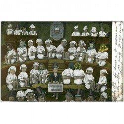 carte postale ancienne ENFANTS. Bébés sur pots de chambre ou bourdalou 1903 en tribune