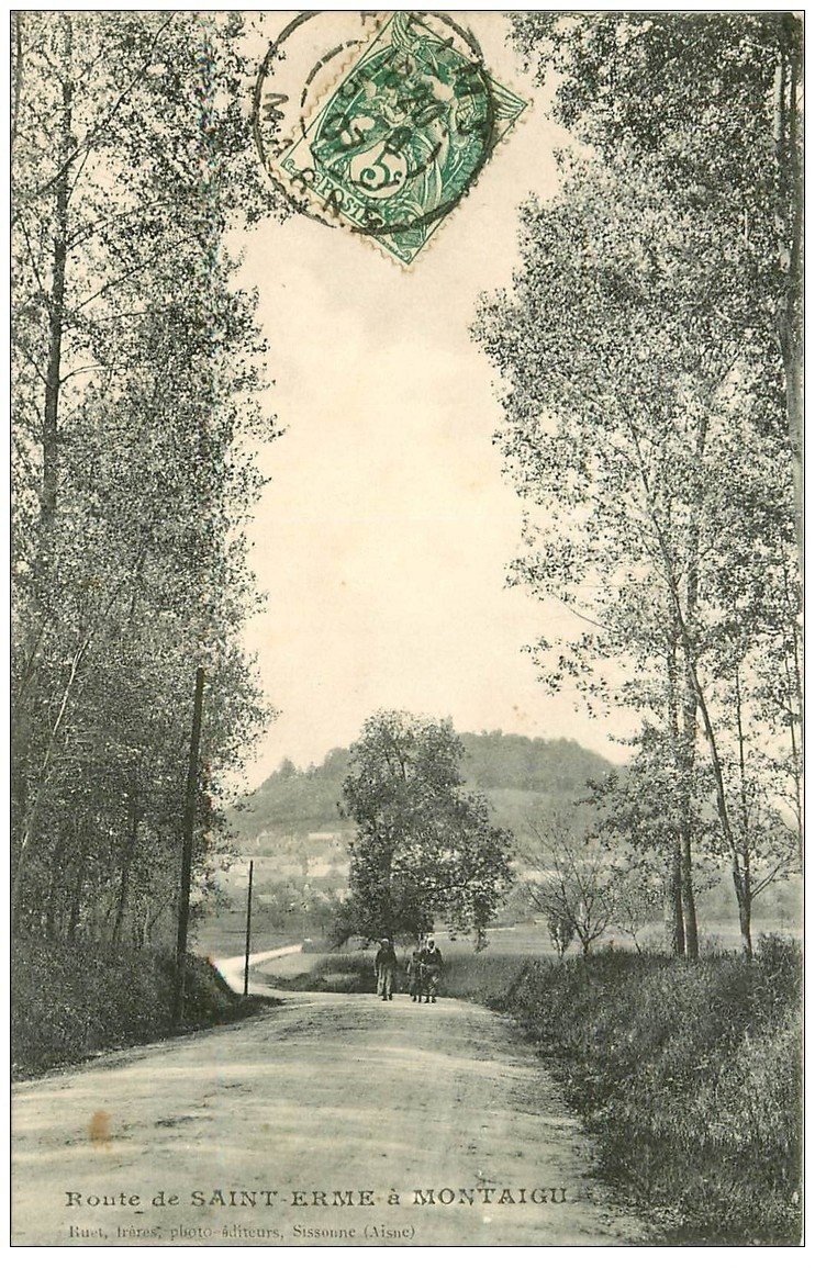 carte postale ancienne 02 Route de SAINT-ERME à MONTAIGU 1907. Villageoises