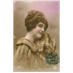 carte postale ancienne FEMMES. Bonne Année 1918 manteau en fourrure et belle coiffure