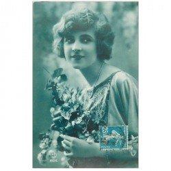 carte postale ancienne FEMMES. Carte bleutée 1927