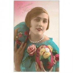 carte postale ancienne FEMMES. Heureuses Pques avec beaux oeufs