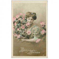 carte postale ancienne SUPERBE FEMME. Bonne Année avec une belle chevelure et des Roses