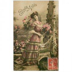 carte postale ancienne SUPERBE FEMME. Bonne Année avec une méridienne vers 1907