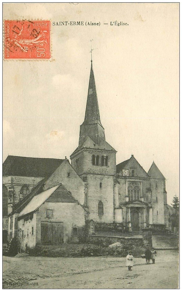 carte postale ancienne 02 SAINT-ERME. L'Eglise 1932 animation